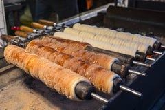 Gâteau de cheminée de Trdelnik à Prague images stock