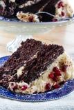 Gâteau de chocolat avec la grenade Photographie stock libre de droits