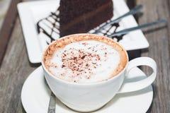 Gâteau de chocolat avec le coffe image libre de droits