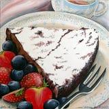 Gâteau de chocolat avec les baies mélangées Photo stock