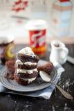 Gâteau de chocolat cuit au four par four à micro-ondes de tasse Photos libres de droits