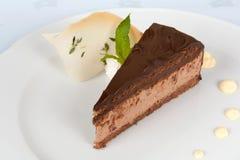 Gâteau de chocolat décoré Image stock