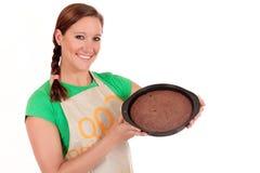 Gâteau de chocolat de femme Photos libres de droits