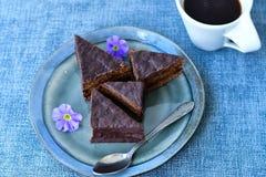 Gâteau de chocolat et tasse de café Image libre de droits