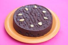 Gâteau de chocolat frais avec des cerises Photographie stock