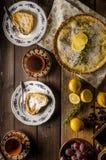 Gâteau de citron avec le romarin Photo libre de droits