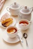 Gâteau de citron avec le thé Images libres de droits