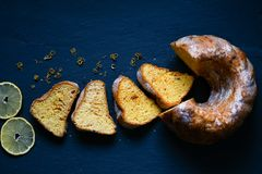Gâteau de citron de Bundt photos libres de droits
