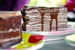 Gâteau de crêpe avec la crème au chocolat Images stock
