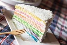 Gâteau de crêpe d'arc-en-ciel Image libre de droits