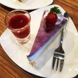 Gâteau de crêpe d'arc-en-ciel Photos stock