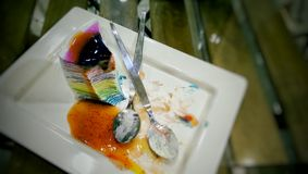 Gâteau de crêpe d'arc-en-ciel Images stock