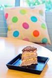 Gâteau de crêpe de banane de chocolat sur la table en bois Photographie stock libre de droits