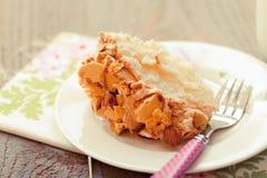 Gâteau de craquement d'amande avec la fourchette photo stock