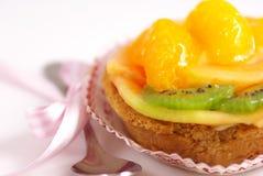 Gâteau de cuvette de fruit images stock