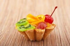 Gâteau de désert avec des fruits Photographie stock libre de droits