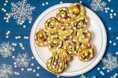Gâteau de fête original sous la forme d'arbre de Noël Photographie stock