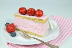 Gâteau de fantaisie de fraise Images libres de droits