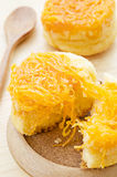 Gâteau de fil de jaunes d'oeuf d'or Images stock