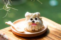 Gâteau de forme de chien Photos libres de droits