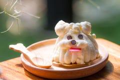 Gâteau de forme de chien Images libres de droits