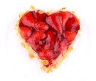 Gâteau de fraise avec l'amande dans la forme de coeur Images stock