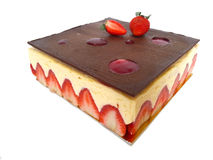 Gâteau de fraise d'isolement sur le fond blanc Images stock