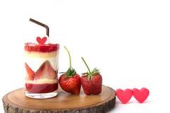 Gâteau de fraise dans le verre Photographie stock libre de droits
