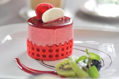 Gâteau de fraise ou gâteau de mousse de fraise images libres de droits