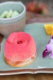 Gâteau de fraise sur le bois Image stock
