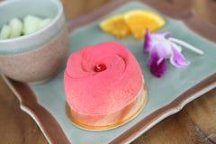 Gâteau de fraise sur le bois Photos stock