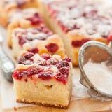 Gâteau de framboise et de yaourt Photographie stock