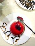 Gâteau de framboise vitré Photos libres de droits