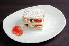 Gâteau de fruit avec la fraise Image libre de droits
