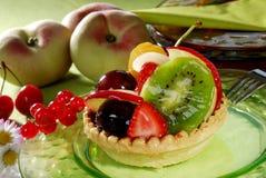 Gâteau de fruit avec la pêche Photographie stock libre de droits