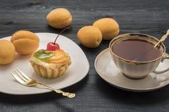 Gâteau de fruit et de thé Photo libre de droits