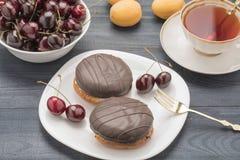 Gâteau de fruit et de thé Image libre de droits