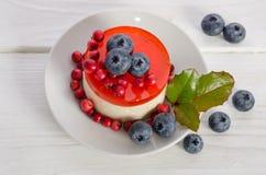Gâteau de fruits secs avec des baies Photo libre de droits
