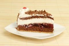 Gâteau de gâteau de forêt noire Photo stock