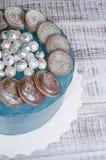 Gâteau de galaxie de fromage fondu avec les biscuits et le marmelade de chocolat image libre de droits
