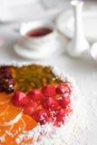 Gâteau de gelée avec du thé images libres de droits