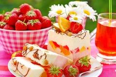 Gâteau de guimauve de fruit photo libre de droits