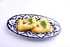 gâteau de khachapuri de la pâte feuilletée avec du fromage Photographie stock libre de droits