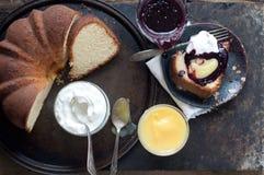 Gâteau de livre photographie stock libre de droits