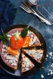 Gâteau de mandarine et d'amande sur le fond bleu-foncé, Image libre de droits