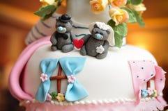 Gâteau de mariage avec des ours Images stock