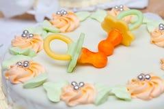 Gâteau de mariage avec des simulacres Images libres de droits