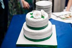 Gâteau de mariage blanc Images libres de droits