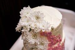 Gâteau de mariage blanc Photo stock