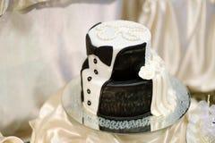 Gâteau de mariage blanc et noir image libre de droits